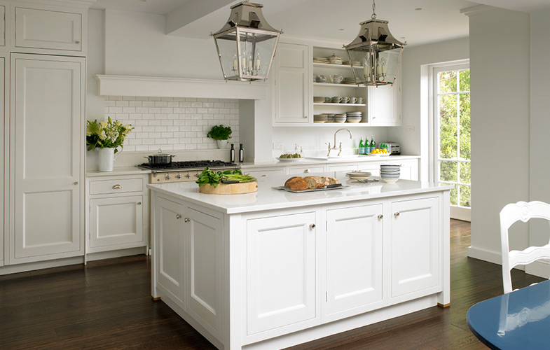 Wandsworth Kitchen design in New England style. Large island with feature lantern lighting