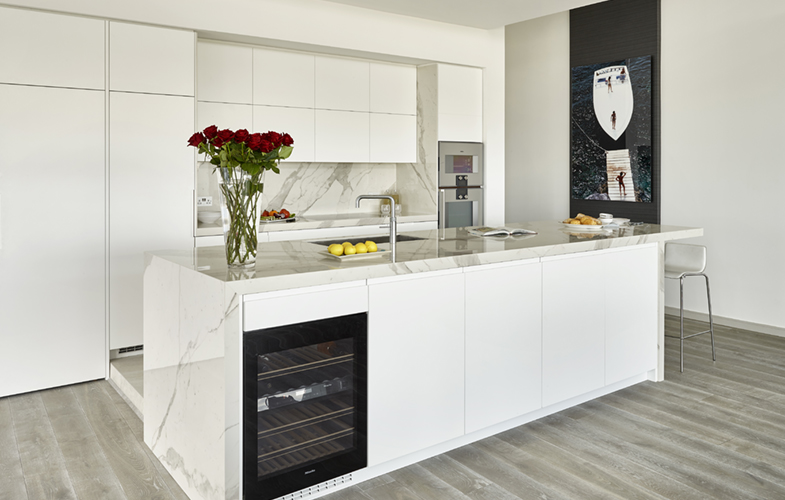 Matt white lacquer furniture and Miniamalist Wandsworth penthouse kitchen design with Laminam Staturio effect marble worktops and splashback