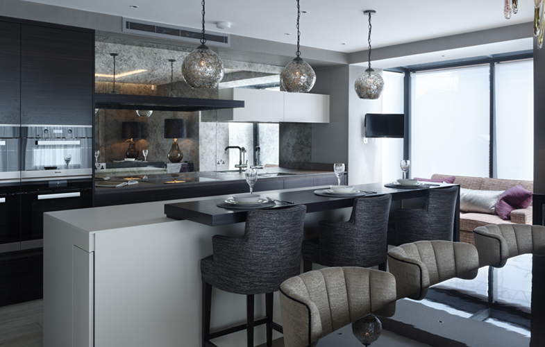 Luxury Chelsea Kitchen Dining Area with breakfast bar and bespoke seating