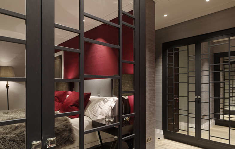 Bespoke fitted mirrored wardrobe design